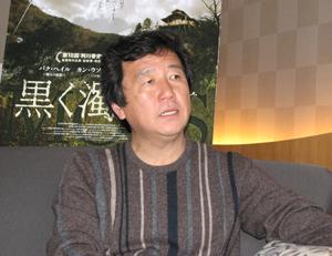 大鐘映画賞監督賞を受賞したカン・ウソク監督