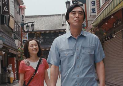 万年脇役俳優のヒロシ(益岡 徹)と新進女優のアヤ(永作博美)のロマンスあり笑いありの人生讃歌 (c)2010 Dream On Productions