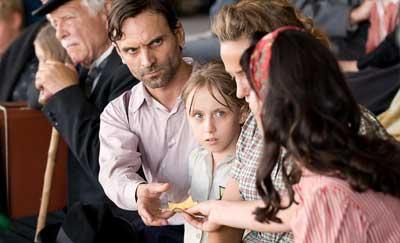 ©2010 - Hugo Productions - Studio 37 -TF1 Droits Audiovisuel - France2 Cinema