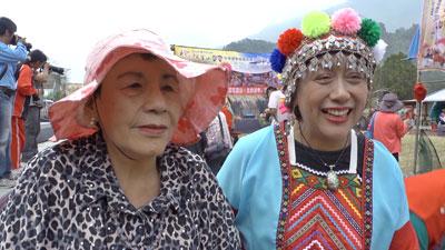 父・高一生の名誉回復尽力した長女の高菊花さん(左)。© 2013マクザム/太秦