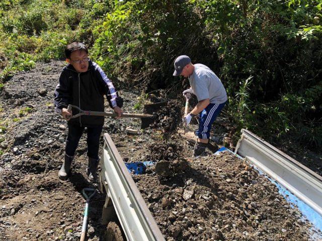 写真追加 台風19号 宮城 森郷キャンプ場 進入路が土砂崩れ 道路復旧へ祈り
